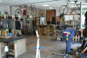 Atelier d'autoréparation de vélos Un guidon dans la tête