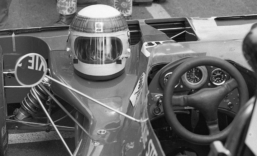 1972,la F1 Tyrell et le casque de Jacky Stewart / Photo Paul Lutz-Agissons pour Charade.