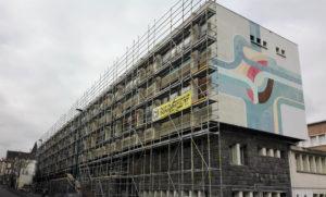 Les échafaudages sur la façade du bâtiment Canopé de Clermont