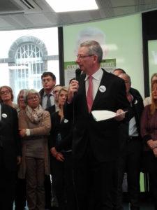Eric Faidy commentant son programme des élections municipales