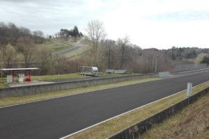 Une ligne droite de la piste du circuit de Charade