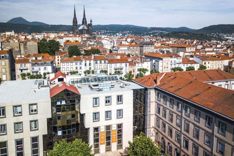 L'ESC Clermont trouve place en plein cœur de la ville.CE EN PLEIN COEUR