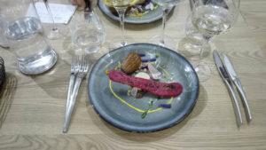Assiette colorée préparée par le chef de Toques Académie