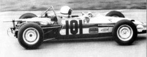 J.L. Salomon au volant de sa Martini Formule France jaune et rouge /