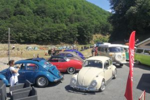 Les vieilles Volkswagen rassemblées à l'occasion de Volc'en Cox.
