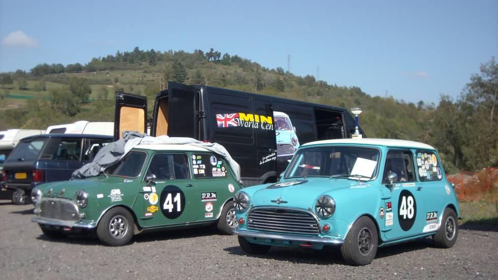 2 Mini Cooper préparées pour la compétition historique / photo Olivier Perrott