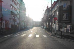Rue de Clermont déserte durant le premier confinement.