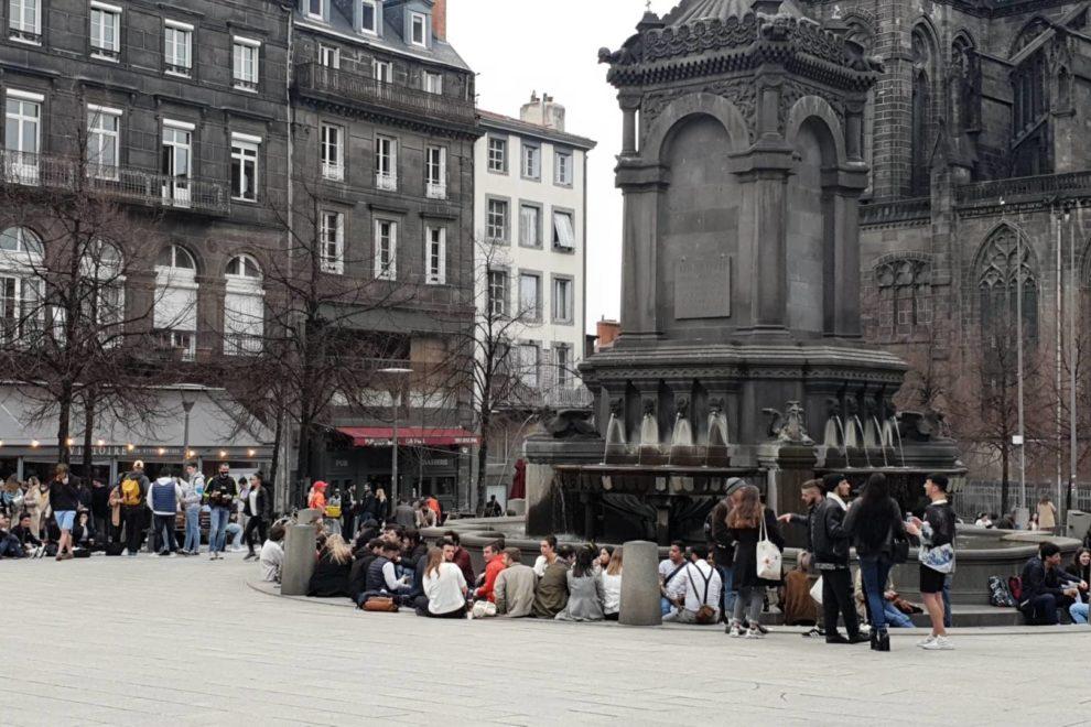 Place de la Victoire avant l'heure du couvre-feu / Photo 7 Jours à Clermont