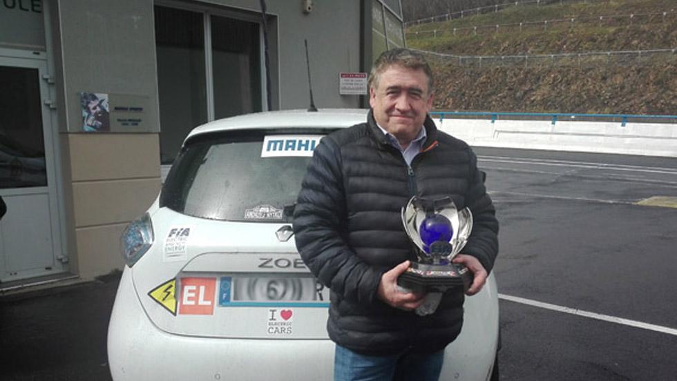 D. Malga et son trophée FIA de champion du Monde en 2019.