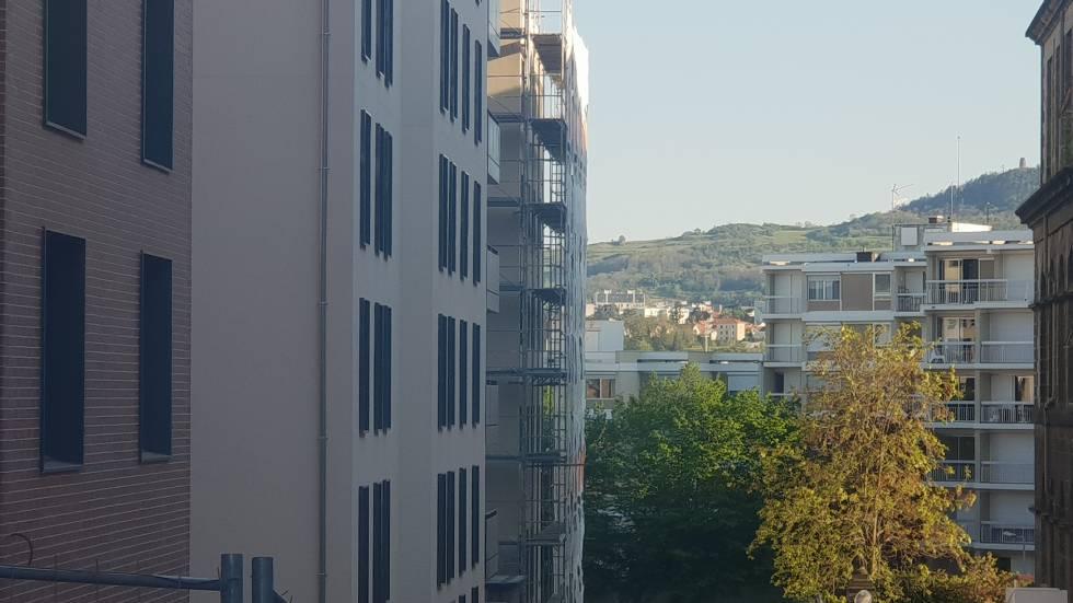 Colline vue depuis le site de l'Hôtel-Dieu à Clermont