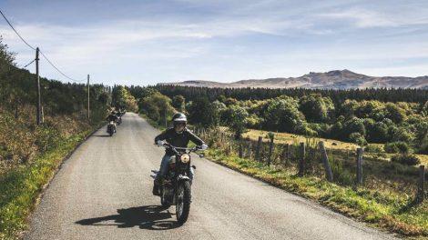 Motos dans le Sancy. Photo Aces Expérience