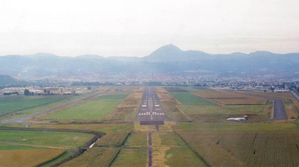 Aeroport_Clermont-Ferrand_Arrivee photo Fabien1309_ Wikimedia Commons
