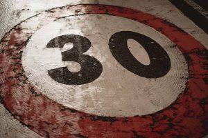 30 km/h / photo pexels-francesco-ungaro