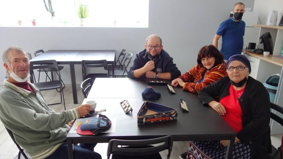 Adhérents au GEMen train de jouer /Photo Patrick Foulhoux